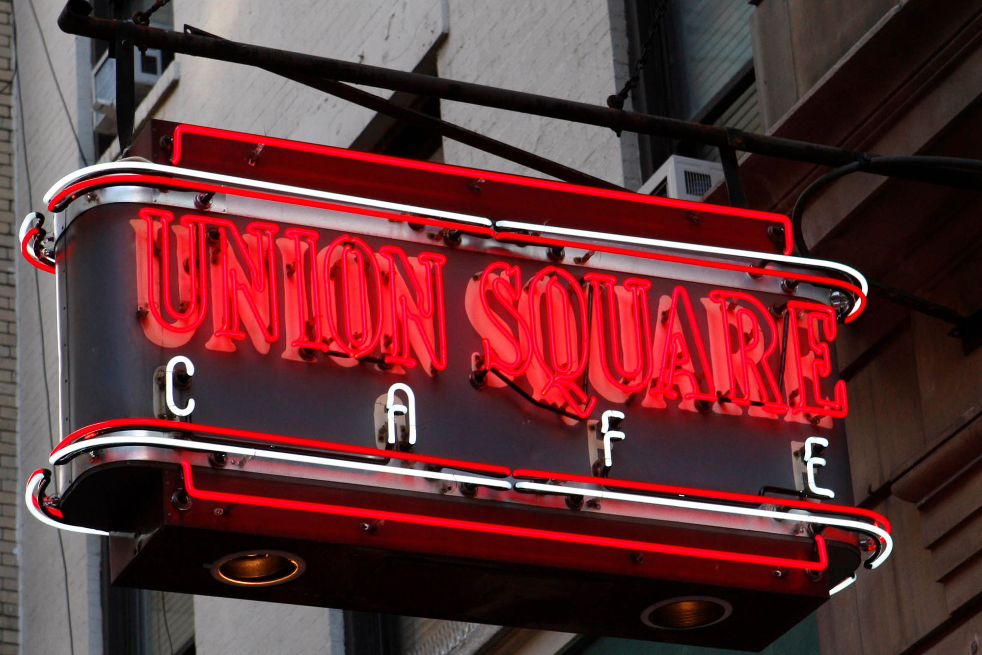 News: Danny Meyer reopens Union Cafe, giving it an Apple Watch twist