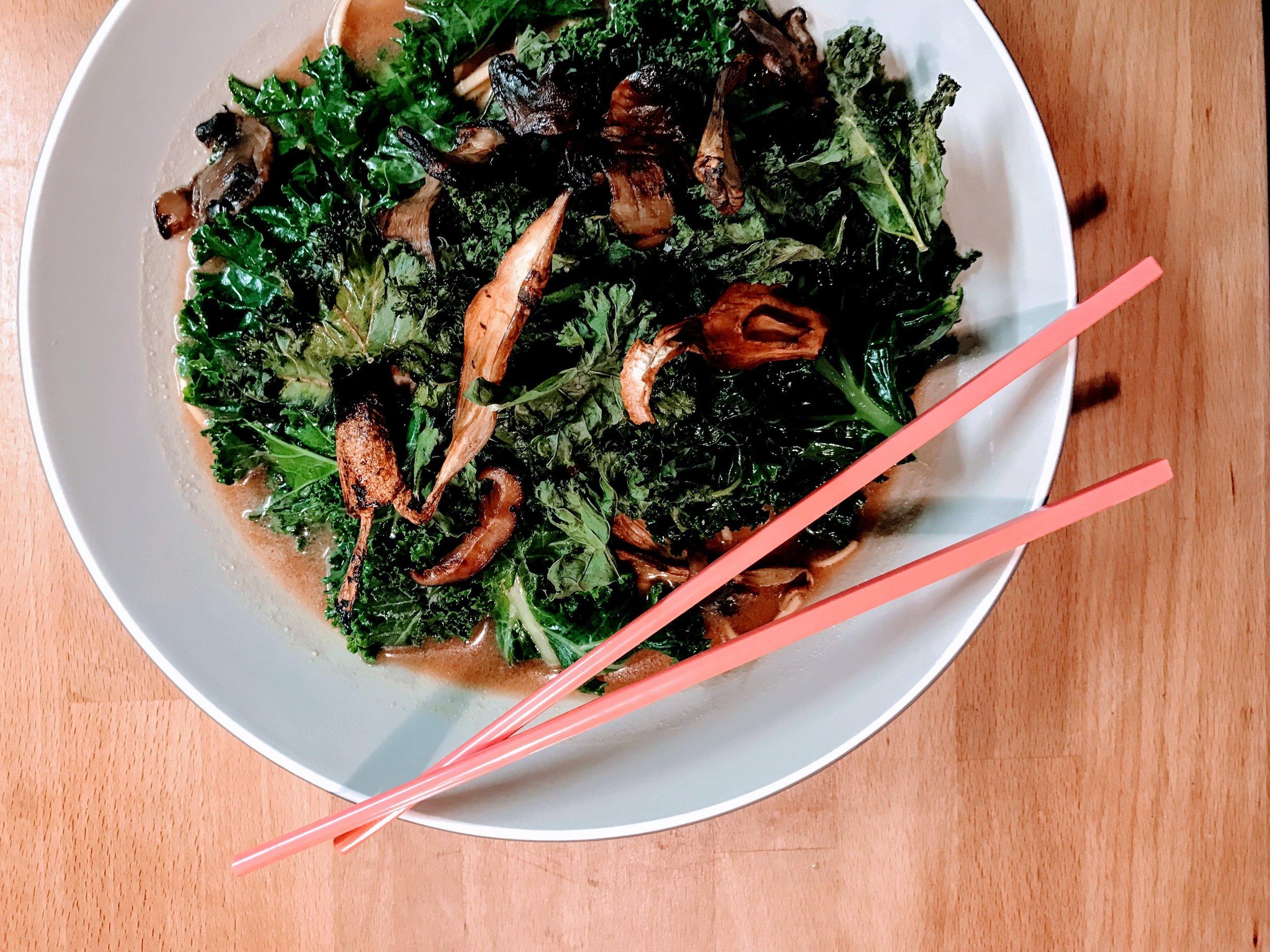 Recipe: Super noodle ramen with kale & mushrooms
