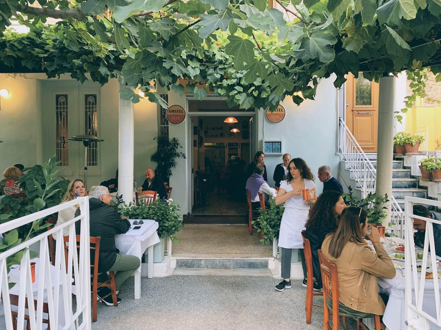 Athens: old school taverna for shrimps and fish at Ta Kanaria