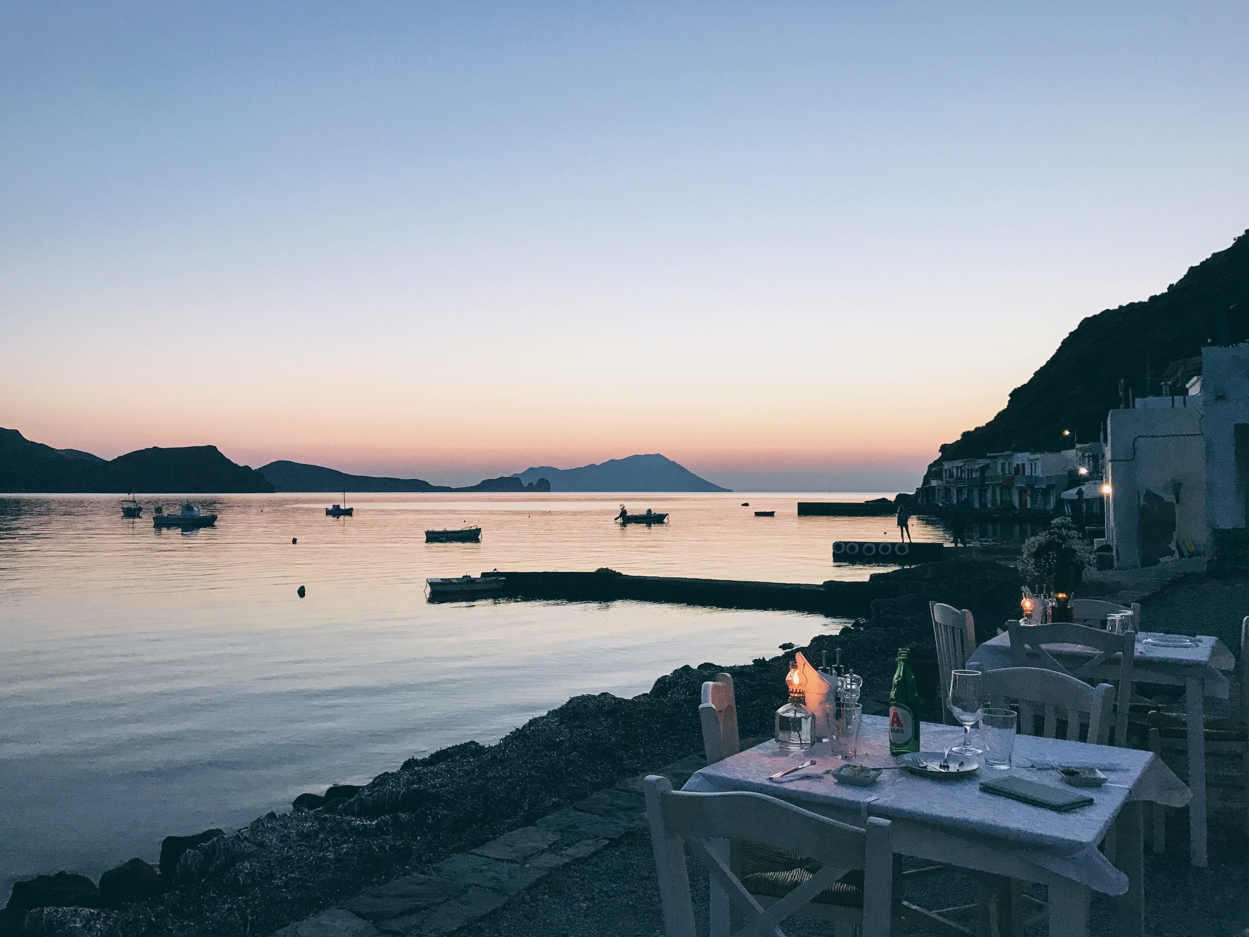 Milos: magnificent views, a great team and delicious food at Astakas