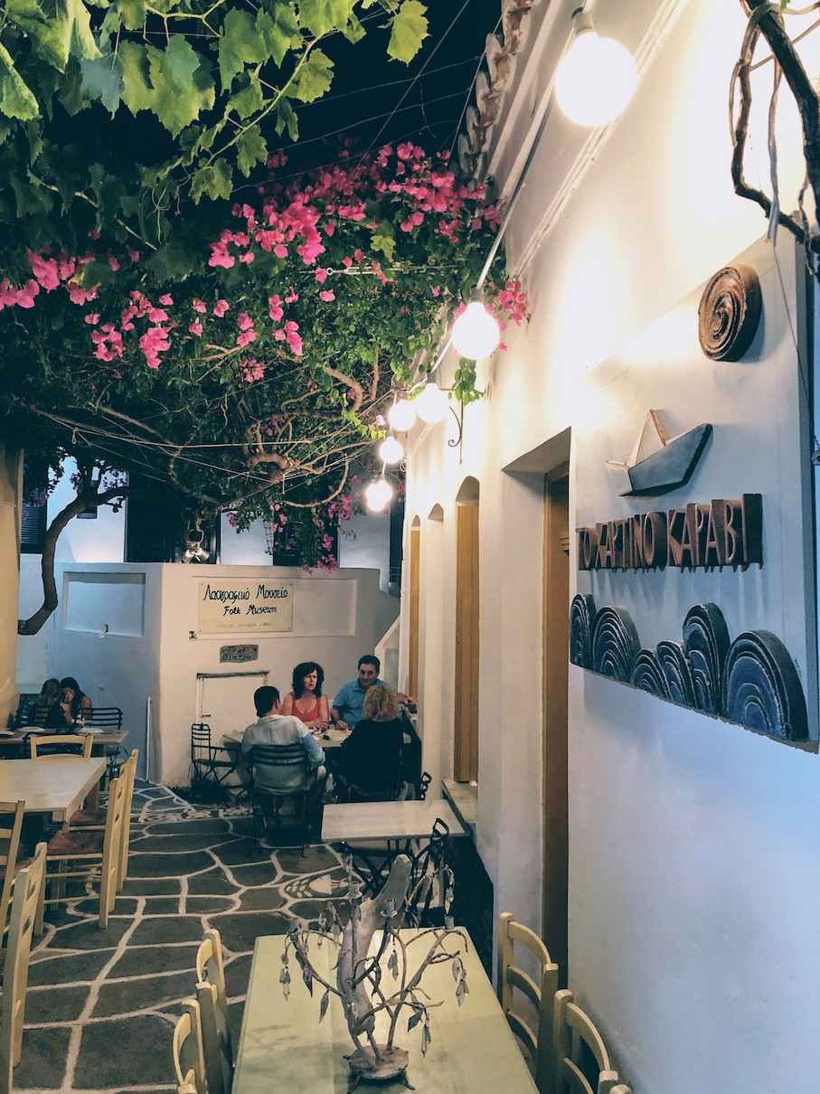 Kythnos: gourmet, yet oh so simple dining under the bougainvillae tree at To Hartino Karavi