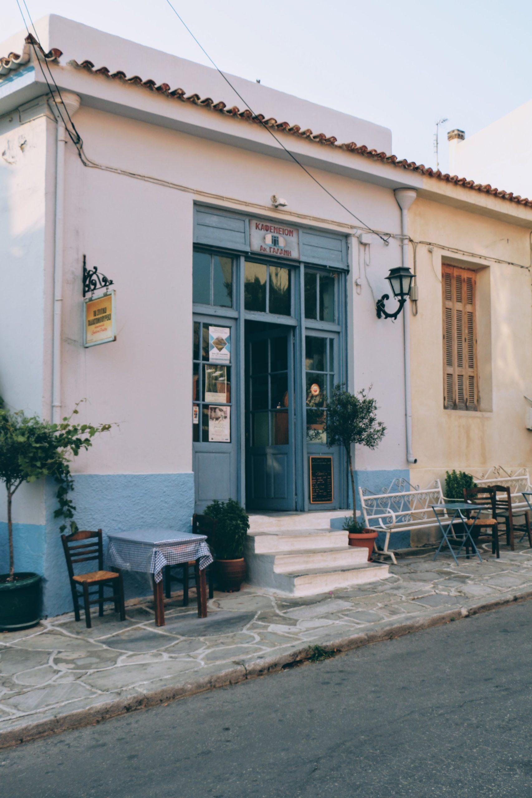 Naxos: To Spitiko Galaktoboureko, where locals hang in Chalkion
