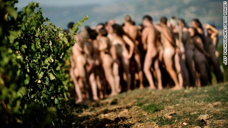 News: London naked restaurant, 32,000 sign up for nude dinners at Bunyad