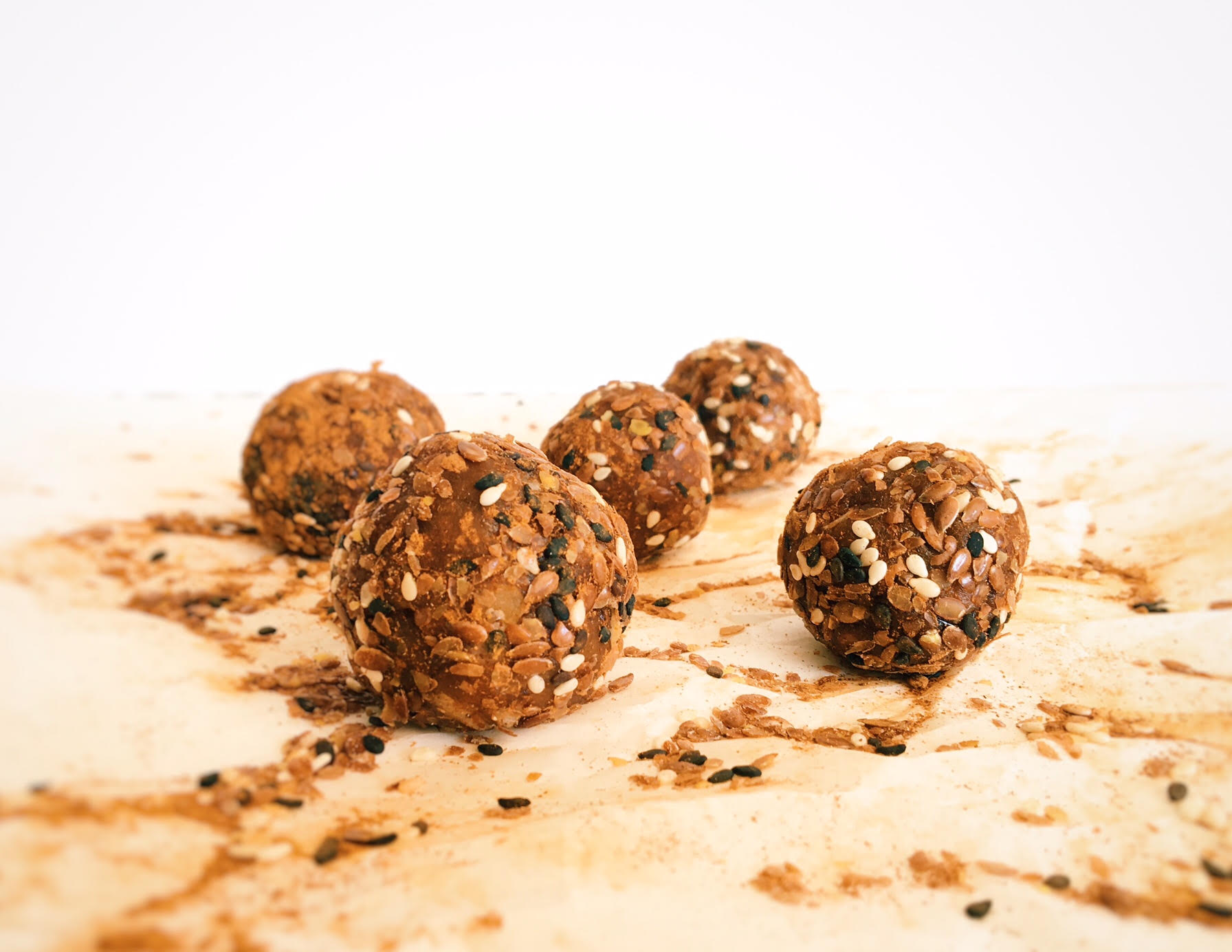 Recipe: Tahini Date balls, sprinkled with magic sesame seeds