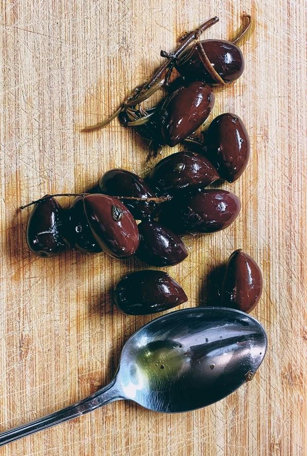 Paccheri al sugo di pomodoro e olive, Recipe - Travel Food People