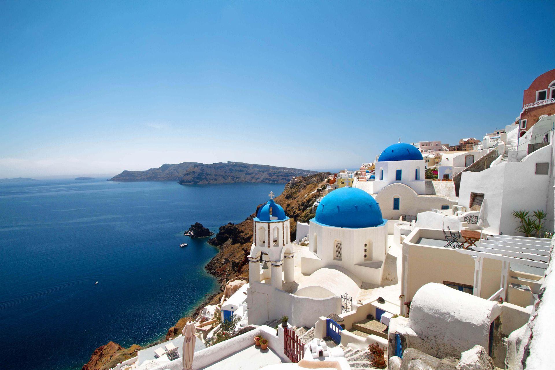 Discover majestic Santorini