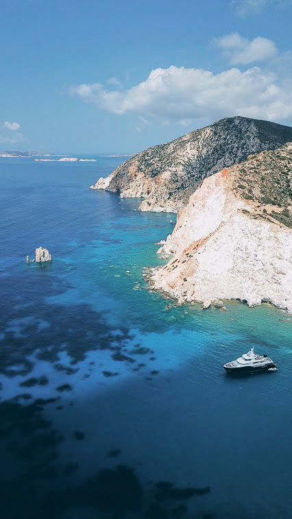TMTM (5 hours): [Milos] Private fast boat charter - HD to Kleftiko and Polyaigos