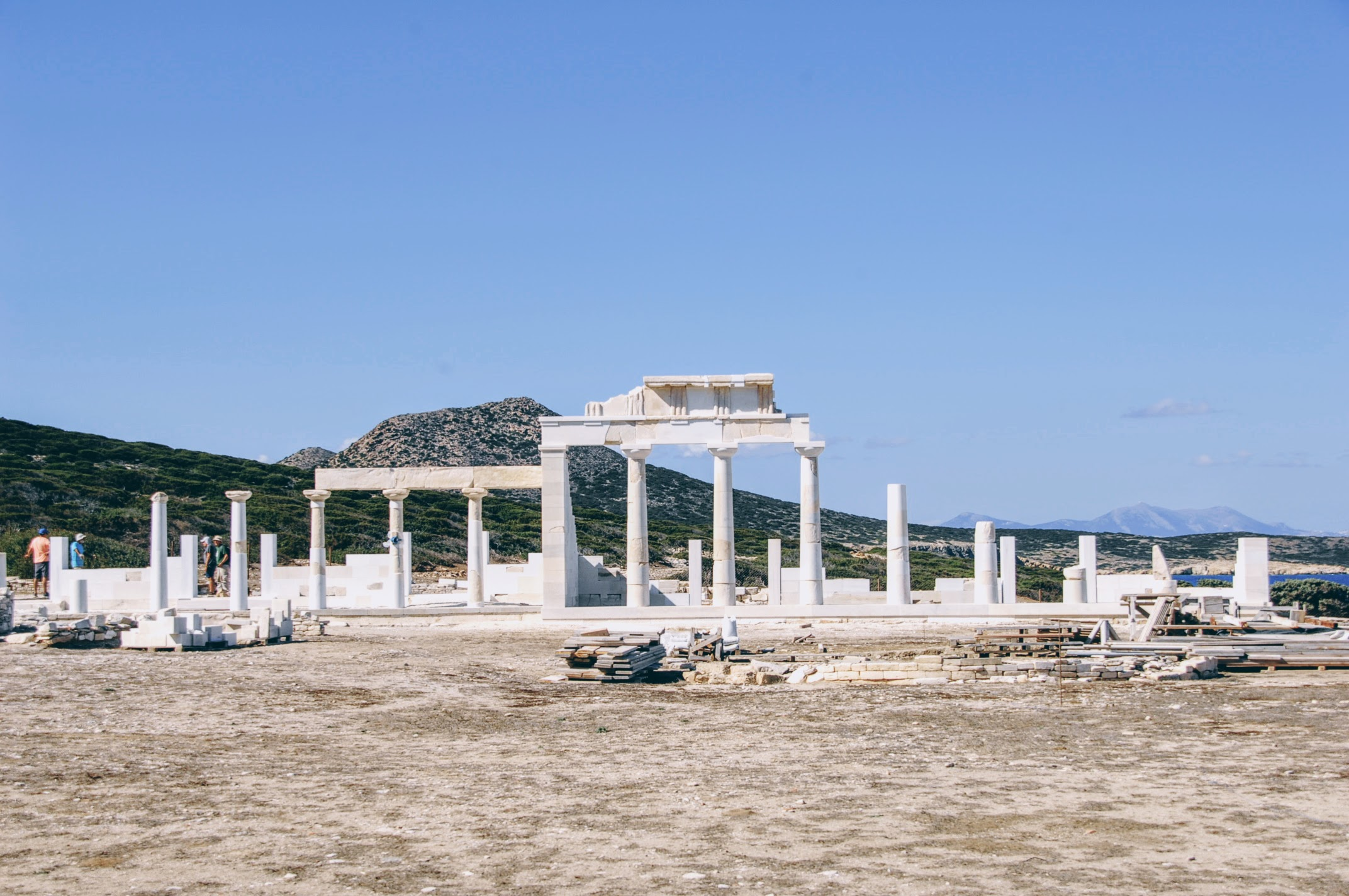 ET (7 hours): [Paros] Antiparos & Despotiko Islands