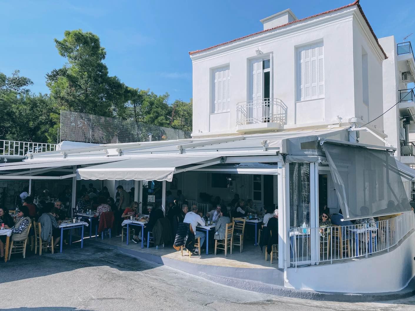 Athens: the legendary taverna of Margaro in a quiet corner of Piraeus